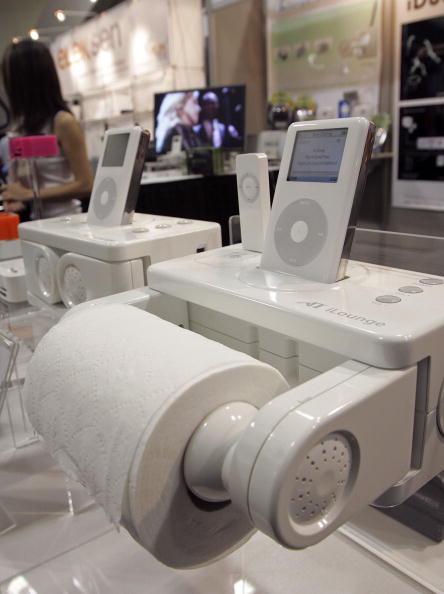 Toilet Paper「Ipod Accessories On View At MacWorld」:写真・画像(6)[壁紙.com]