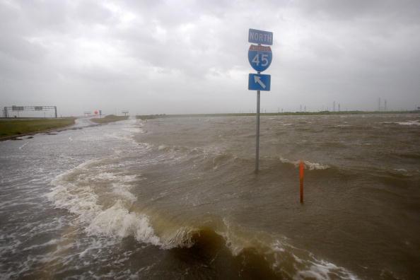 Hurricane Ike「Texas Gulf Coast Prepares For Hurricane Ike」:写真・画像(14)[壁紙.com]