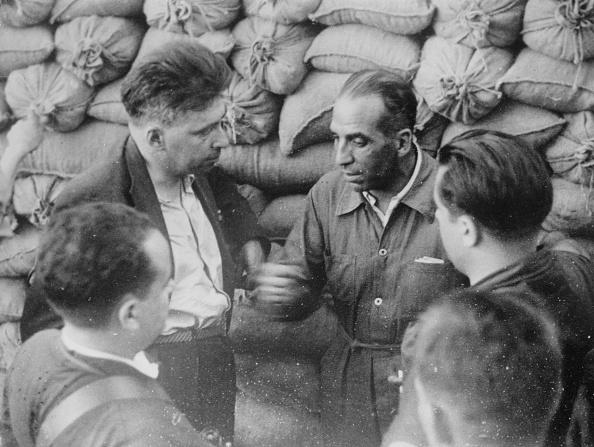作家「Ilya Ehrenburg And Major Willalba」:写真・画像(4)[壁紙.com]