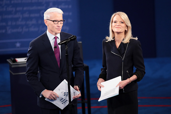 Emcee「Candidates Hillary Clinton And Donald Trump Hold Second Presidential Debate At Washington University」:写真・画像(19)[壁紙.com]