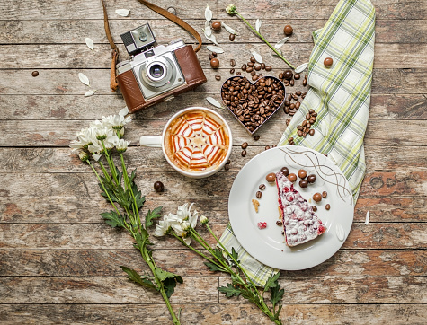 Picnic「Caffee, coffee beans, cake with vintage camera」:スマホ壁紙(14)
