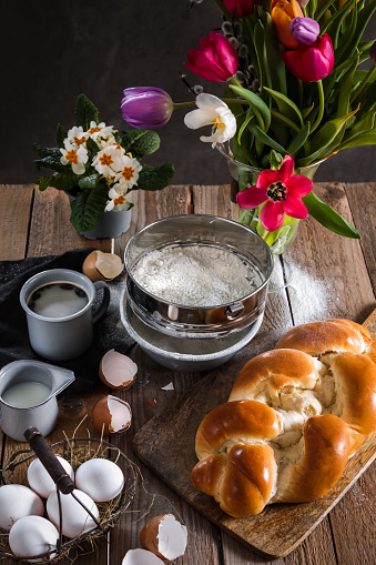 Easter Basket「Baking Easter Buns Yeast bread brioche in rustic kitchen」:スマホ壁紙(11)