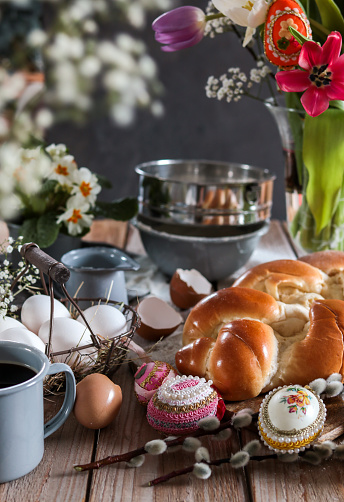 Easter Basket「Baking Easter Buns Yeast bread brioche in rustic kitchen」:スマホ壁紙(10)