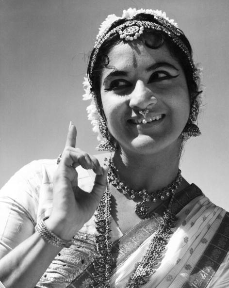 Indian Subcontinent Ethnicity「Bharatnatyam Dancer」:写真・画像(2)[壁紙.com]