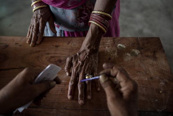 Election「Indians Cast Votes On Biggest Polling Day」:写真・画像(3)[壁紙.com]