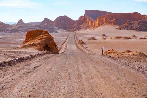 チリ共和国「アタカマ砂漠 - ムーン谷山の道」:スマホ壁紙(3)