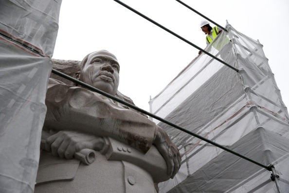 Construction Equipment「Sculptor Of The Martin Luther King Jr. Memorial Discusses Work Being Done To Statue」:写真・画像(7)[壁紙.com]
