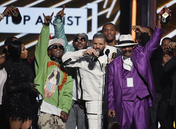 Drake - Entertainer「2017 Billboard Music Awards - Show」:写真・画像(2)[壁紙.com]
