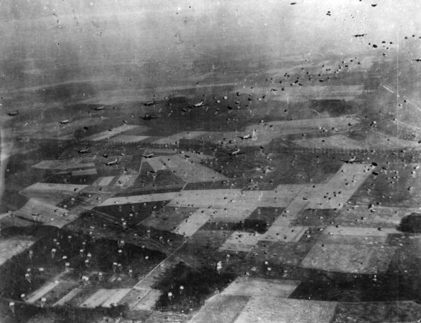 Crossing「Parachute Operation」:写真・画像(1)[壁紙.com]