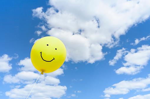 擬人化「Balloon against sky」:スマホ壁紙(19)