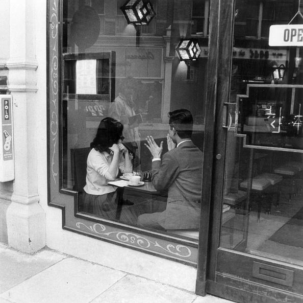 Couple - Relationship「Talking Over Coffee」:写真・画像(12)[壁紙.com]