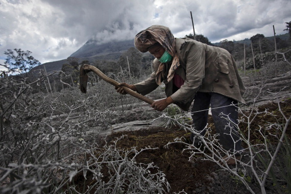 Active Volcano「Evacuation Zone Expanded As Mount Sinabung Continues To Erupt」:写真・画像(6)[壁紙.com]