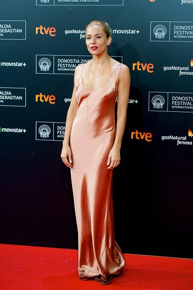 Sienna Miller「63rd San Sebastian Film Festival: 'High-Rise' Premiere」:写真・画像(17)[壁紙.com]