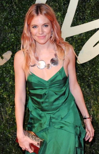 Sienna Miller「British Fashion Awards 2013 - Red Carpet Arrivals」:写真・画像(18)[壁紙.com]