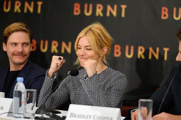 Sienna Miller「BURNT New York Press Conference」:写真・画像(1)[壁紙.com]