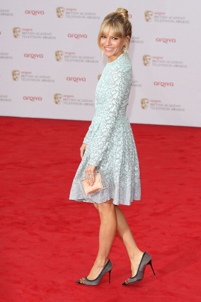 Sienna Miller「Arqiva British Academy Television Awards 2013 - Red Carpet Arrivals」:写真・画像(2)[壁紙.com]
