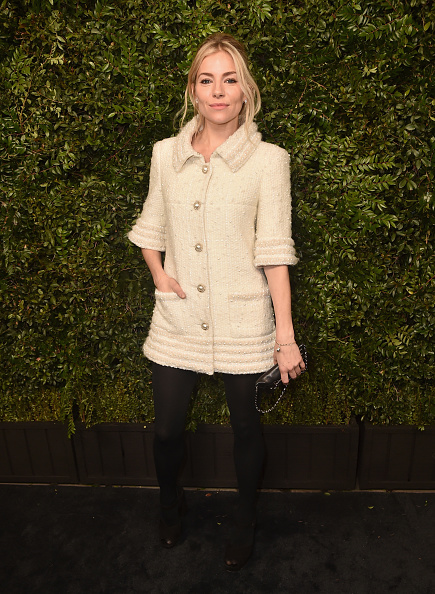 Sienna Miller「Charles Finch And Chanel Pre-Oscar Awards Dinner At Madeo In Beverly Hills - Arrivals」:写真・画像(15)[壁紙.com]