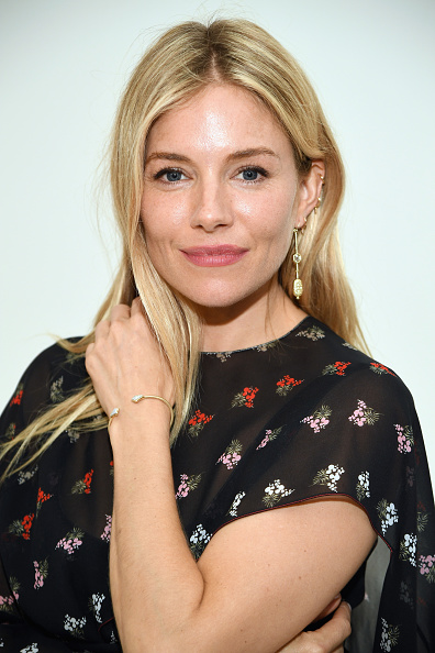 Sienna Miller「Sienna Miller And Milk Studios Host International Medical Corps Summer Cocktail Event」:写真・画像(18)[壁紙.com]