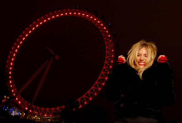Clive Brunskill「London Turns RED For World AIDS Day」:写真・画像(14)[壁紙.com]