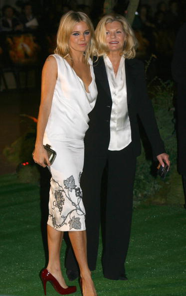 Jo Miller- South African Actress「Stardust UK Film Premiere - Red Carpet」:写真・画像(17)[壁紙.com]