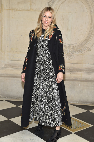 Sienna Miller「Christian Dior : Photocall - Paris Fashion Week Womenswear Fall/Winter 2017/2018」:写真・画像(8)[壁紙.com]