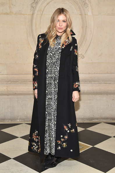 Sienna Miller「Christian Dior : Photocall - Paris Fashion Week Womenswear Fall/Winter 2017/2018」:写真・画像(15)[壁紙.com]