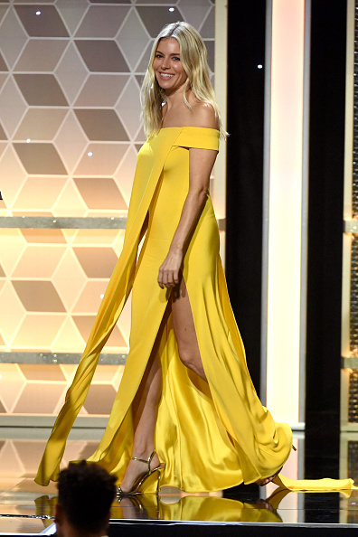 Sienna Miller「23rd Annual Hollywood Film Awards - Show」:写真・画像(8)[壁紙.com]