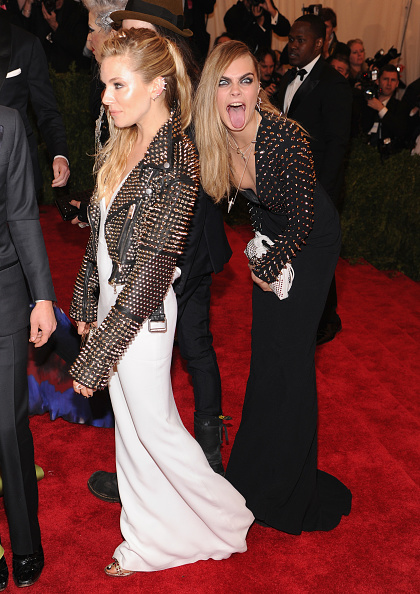"""Sienna Miller「""""PUNK: Chaos To Couture"""" Costume Institute Gala」:写真・画像(11)[壁紙.com]"""