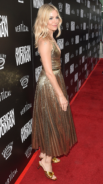 "Sienna Miller「Los Angeles Premiere of ""American Woman""」:写真・画像(9)[壁紙.com]"