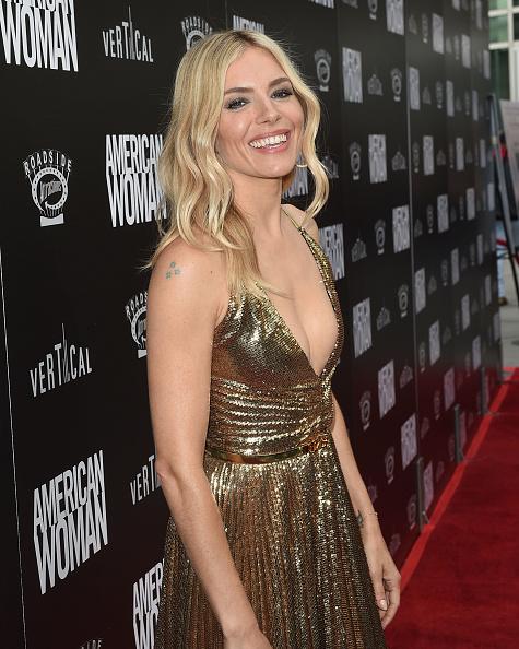 """Sienna Miller「Los Angeles Premiere of """"American Woman""""」:写真・画像(16)[壁紙.com]"""