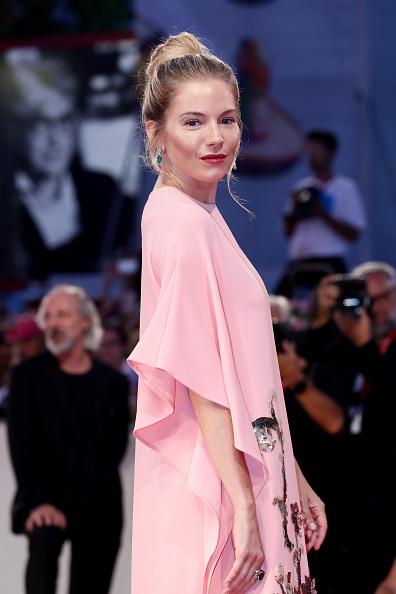 Sienna Miller「Kineo Prize Red Carpet Arrivals - The 76th Venice Film Festival」:写真・画像(11)[壁紙.com]