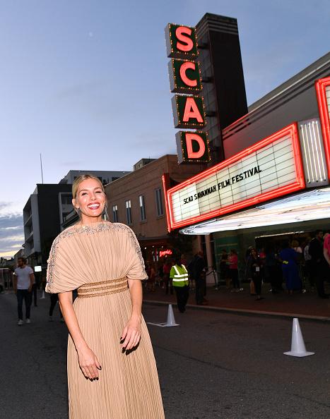 Sienna Miller「22nd SCAD Savannah Film Festival – Red Carpet - Day 3」:写真・画像(7)[壁紙.com]