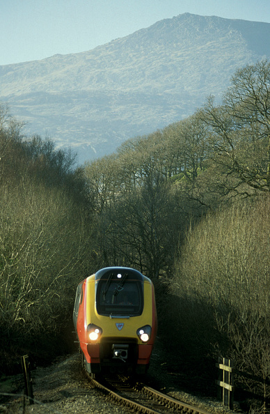 Finance and Economy「A Virgin Voyager threads carefully along the narrow single track near Dolwyddelan on the branch line from Blaenau Ffestiniog to Llandudno Junction with a special train」:写真・画像(10)[壁紙.com]