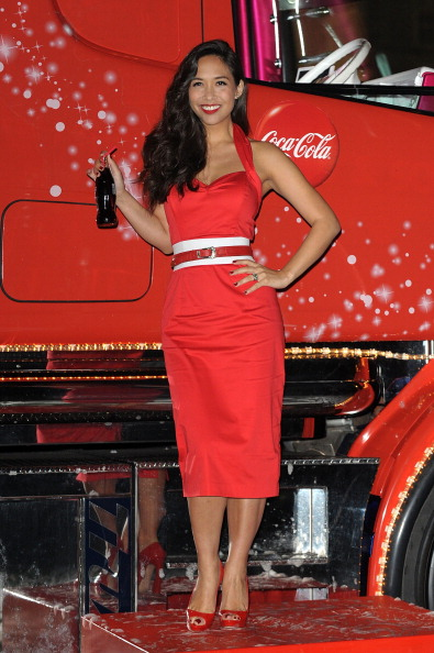 Pencil Dress「Coca-Cola Christmas Truck Tour - Launch」:写真・画像(12)[壁紙.com]