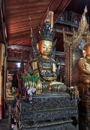 仏像「Phaung Daw Oo pagoda, the most sacred place on the Inle lake」:スマホ壁紙(11)