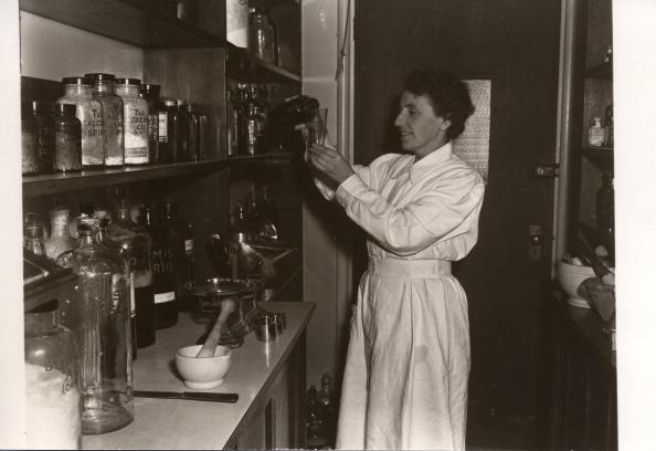 Mortar and Pestle「Medical Department, Rowntree factory, York,Yorkshire, 1955.」:写真・画像(18)[壁紙.com]