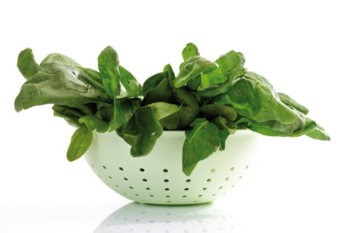 Spinach「Fresh spinach leaves in strainer」:スマホ壁紙(3)