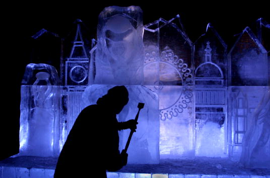 Ice Sculpture「Ice Sculpture Built At Londons Millennium Wheel」:写真・画像(5)[壁紙.com]