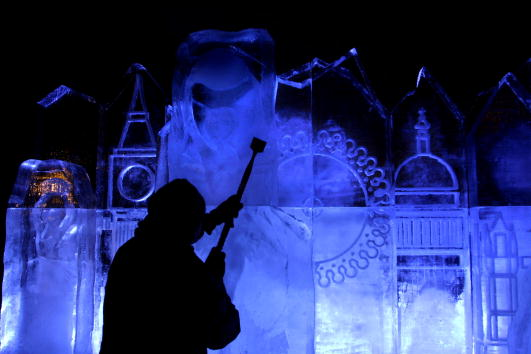 Ice Sculpture「Ice Sculpture Built At Londons Millennium Wheel」:写真・画像(6)[壁紙.com]