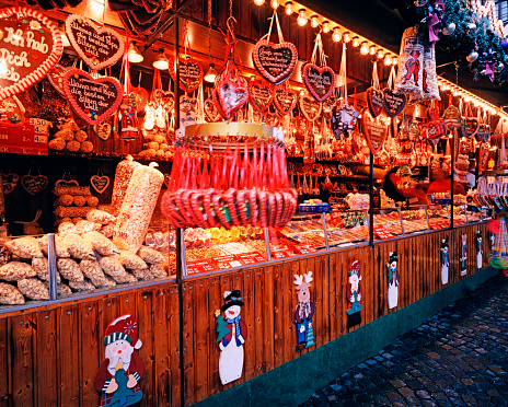 Doll「Christmas market stall in Frankfurt, Germany」:スマホ壁紙(5)