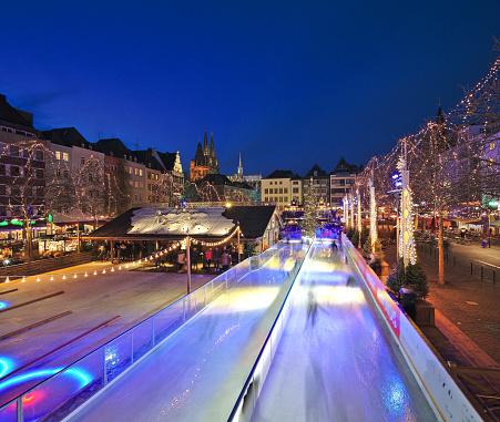 Skating「Christmas market on Heumarkt square, Cologne」:スマホ壁紙(11)