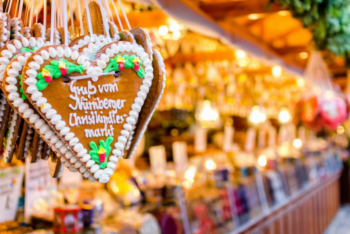 Market Stall「Christmas Market Stall and Gingerbread Heart」:スマホ壁紙(16)