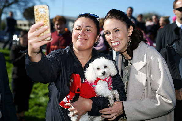 2人「Jacinda Ardern Outlines Labour Plan For NZ Housing Crisis」:写真・画像(0)[壁紙.com]