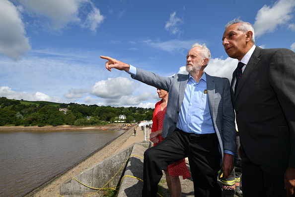 Whaley Bridge「Jeremy Corbyn Visits Whaley Bridge Dam Site」:写真・画像(5)[壁紙.com]