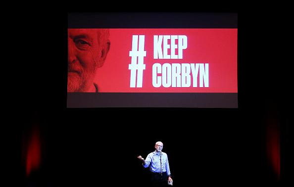 Three Quarter Length「Jeremy Corbyn's Attends A Campaign Rally In Brighton」:写真・画像(15)[壁紙.com]
