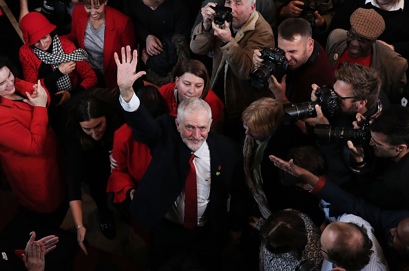 Giving「Jeremy Corbyn Delivers General Election Campaign Speech」:写真・画像(15)[壁紙.com]