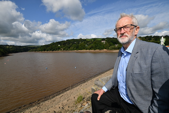 Whaley Bridge「Jeremy Corbyn Visits Whaley Bridge Dam Site」:写真・画像(6)[壁紙.com]