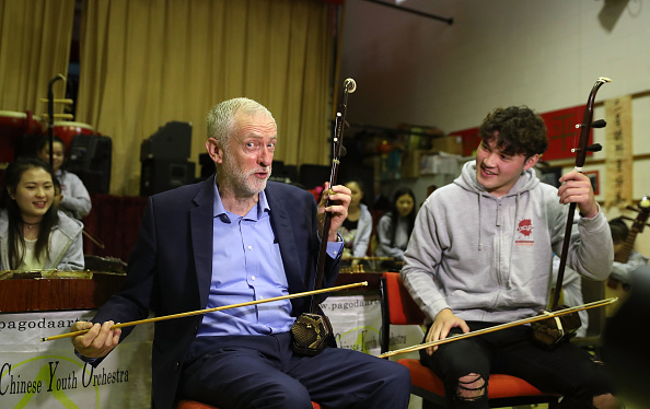 楽器「Jeremy Corbyn Visits The Chinese Community In Liverpool」:写真・画像(4)[壁紙.com]