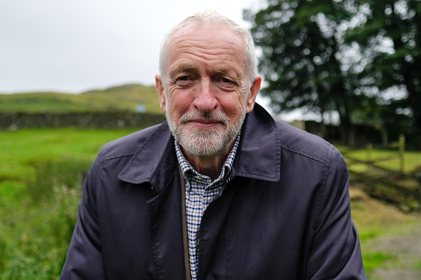 Smiling「Jeremy Corbyn Visits Sheep Farm To Highlight Dangers Of A No Deal Brexit」:写真・画像(0)[壁紙.com]