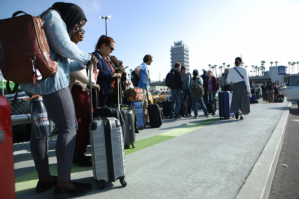 LAX Airport「New Ride App Pick Up Lot At LAX Results In Long Delays In Passenger Pickups From Airport」:写真・画像(4)[壁紙.com]